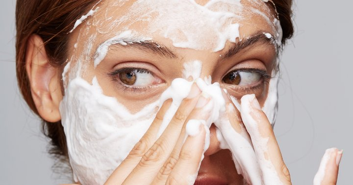 Complete Details About Choosing Right Soap for Acne Skin and how to use it