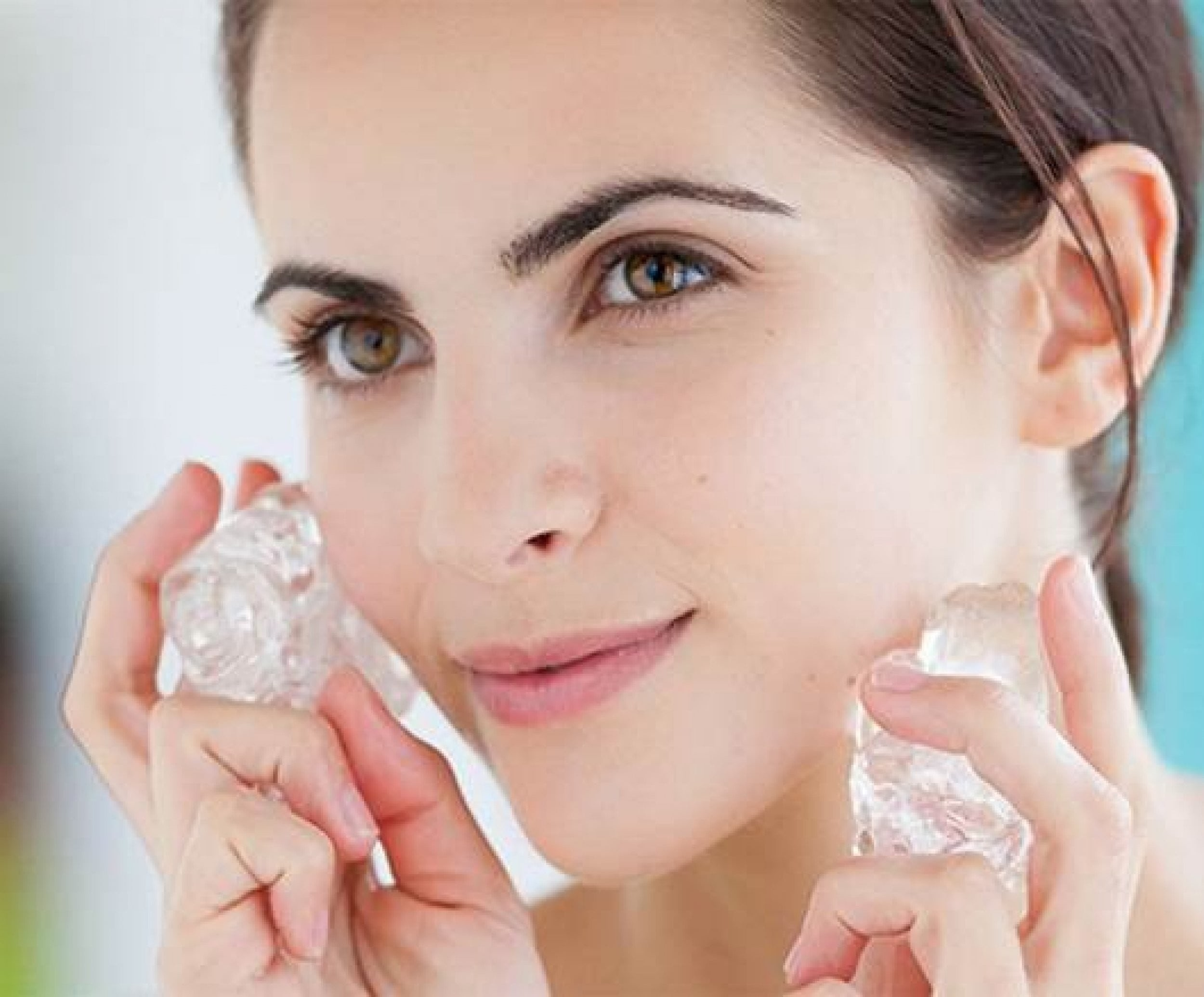 Everyone Should Know About These Amazing Benefits of Using Ice Cubes For Face
